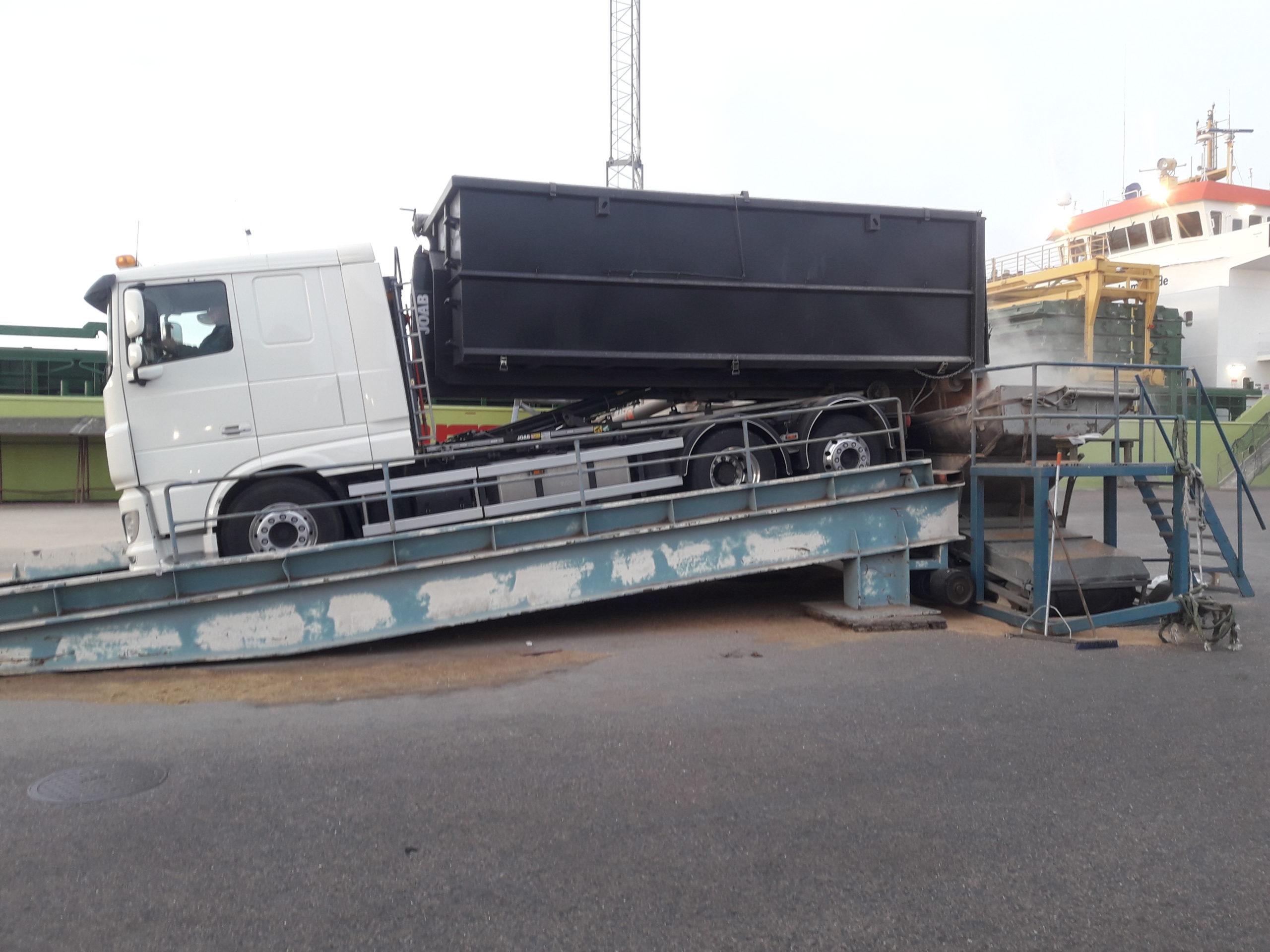 DAF XF lastväxlaren tippar